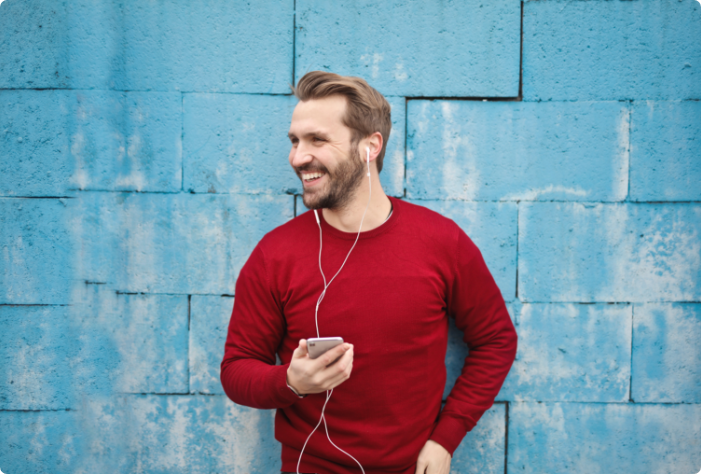photo-of-a-man-listening-music-on-his-phone-846741
